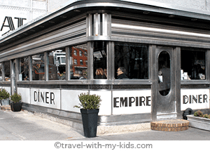 family-travel-new-york-city-with-kids-restaurant