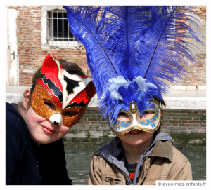 venice-with-kids-family-travel-carnival-mask