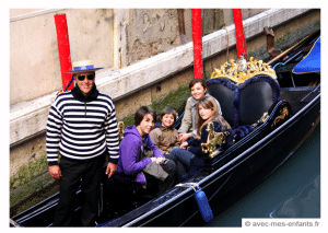 Venice-with-kids-gondola