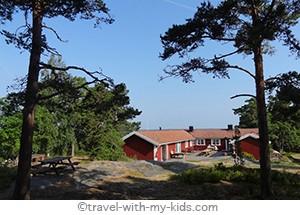 stockholm-with-kids- archipelago- Rögrund - stuga
