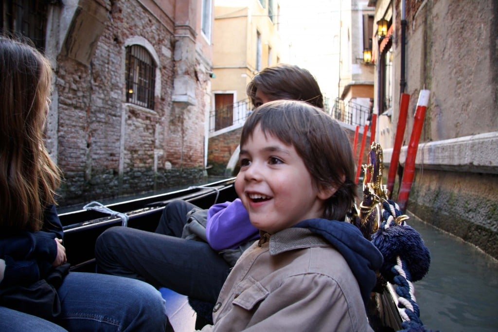 Venice-travel-with-kids-gondola-1