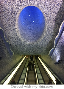 travel-naples-with-kids-toledo-subway-station