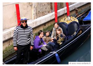 Venice-with-kids-gondola