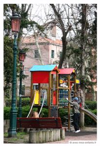 Venice-with-kids-Castello-garden-playground