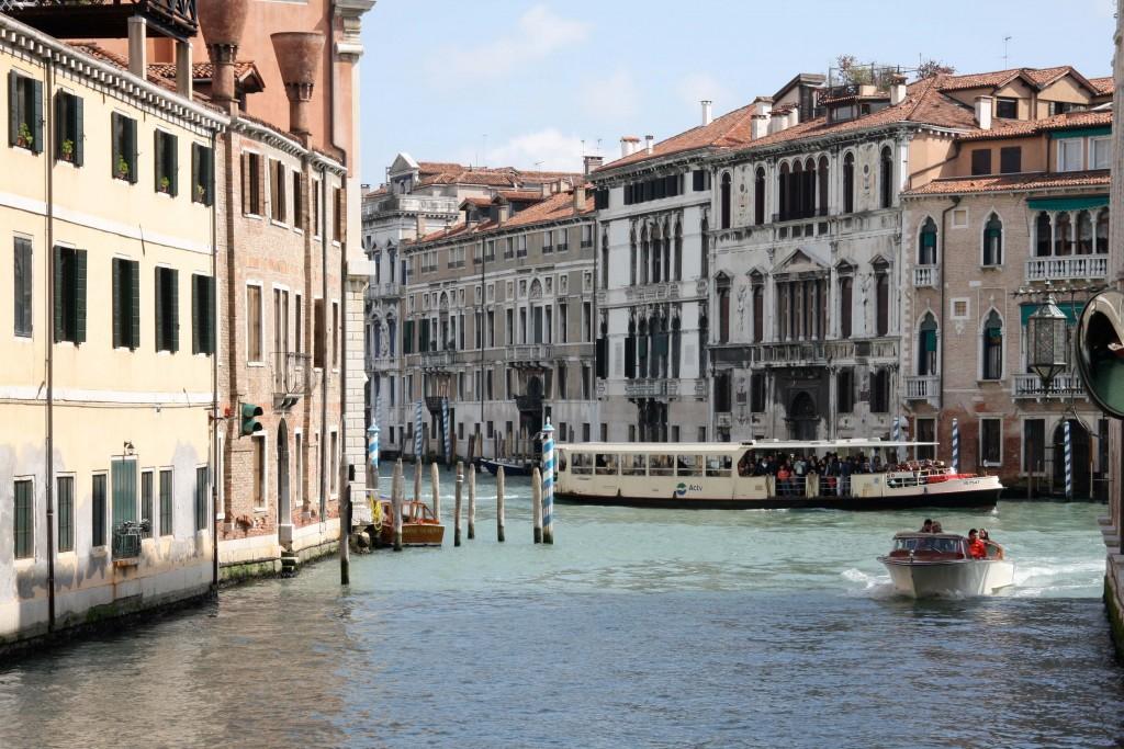 Venice-travel-with-kids-vaporetto