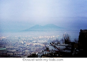 travel-naples-with-kids-funicular-