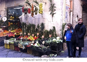 naples-with-kids-vegetable-store